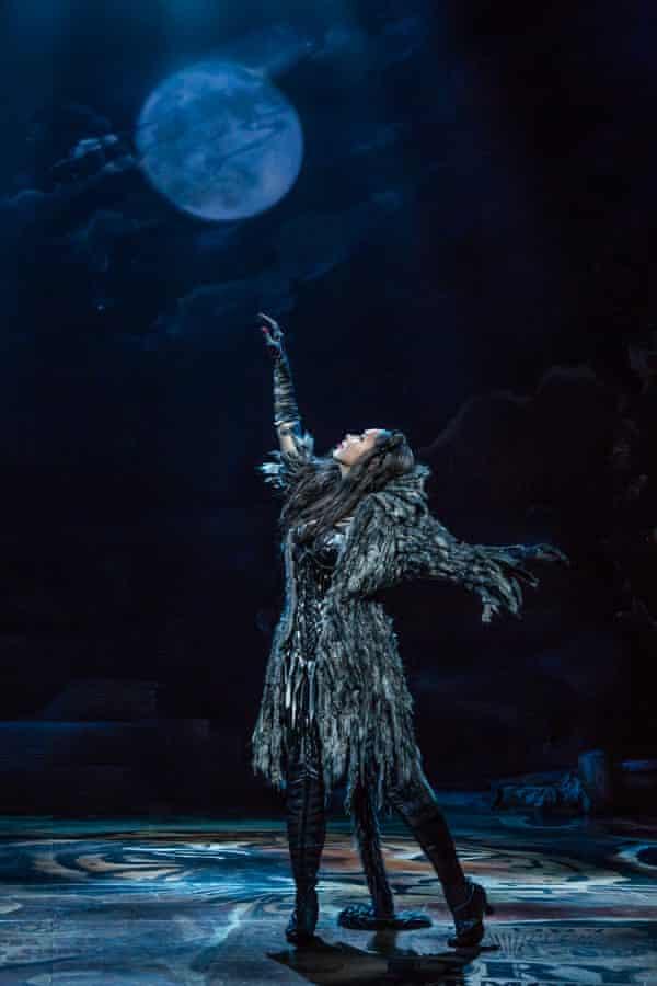 Leona Lewis as Grizabella: a tough job