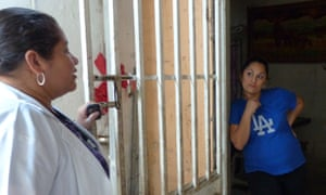Dr Nidia Mejía talking to Vanesa del Carmen Velásquez, 23, who is 32 weeks pregnant, at her home in Las Pampas, Aguilares.