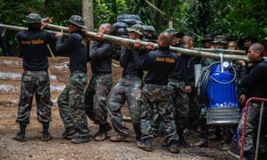 Thai military bring water pumps to the cave