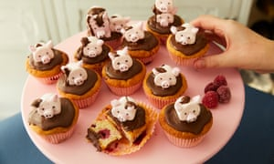 Kim-Joy's raspberry and chocolate cupcakes with marshmallow pig topper.