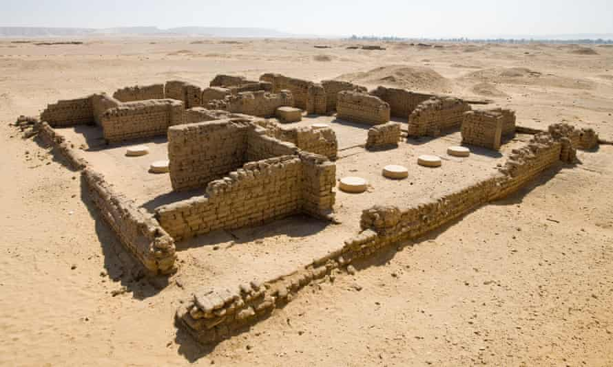 Excavations in Amarna.
