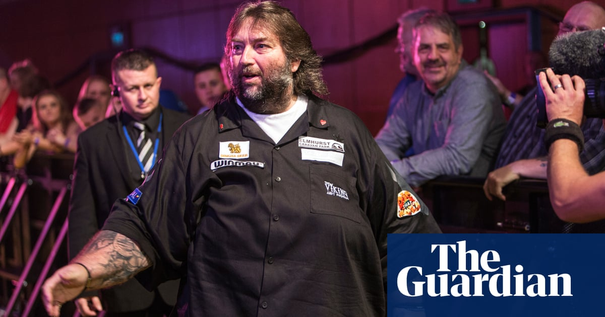 Andy Fordham, former BDO world darts champion, dies at age of 59