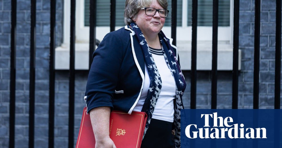 Thérèse Coffey accused of getting universal credit figures wrong