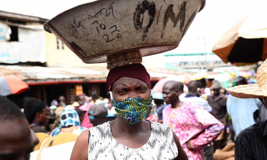 A Lagos resident carrying a bowl on her head at market