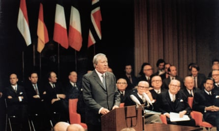 Edward Heath signs the accession treaty for Britain's entry into the Common Market, January 1972