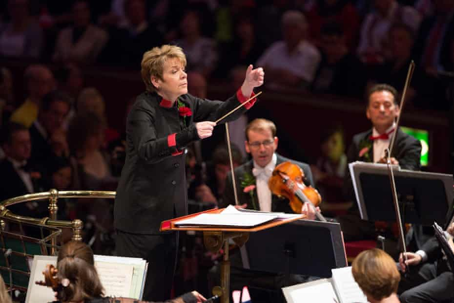 Marin Alsop conducts the BBC Concert Orchestra at the Last Night of the Proms, 2013.