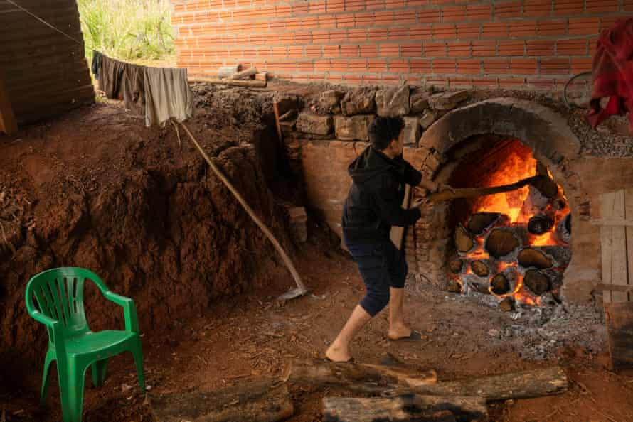 The giant barbacua drying oven is where the sapecado of Onoiru's yerba mate is carried out - the final step. It is operated day and night without breaks during the winter harvest season.