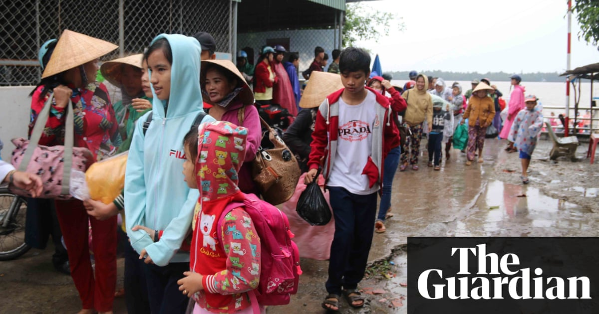 Typhoon Tembin heads for Vietnam after battering Philippines