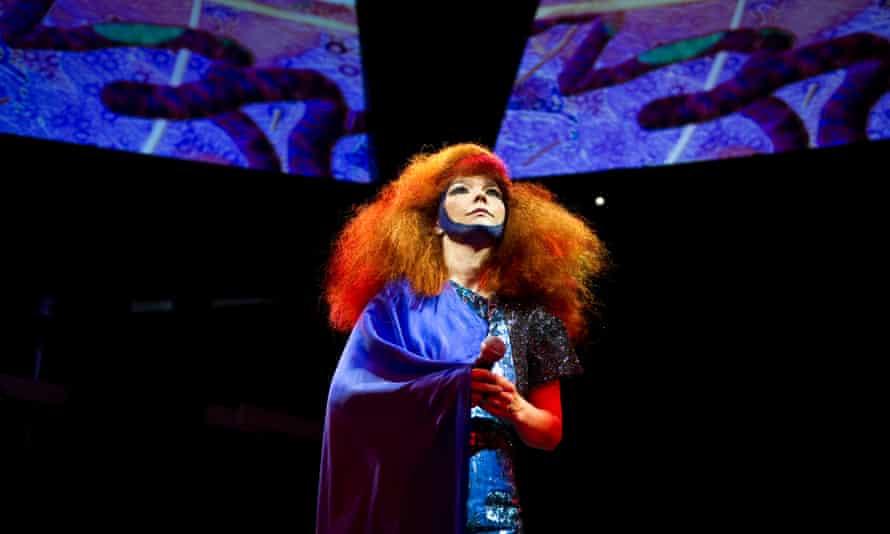 Björk performing live