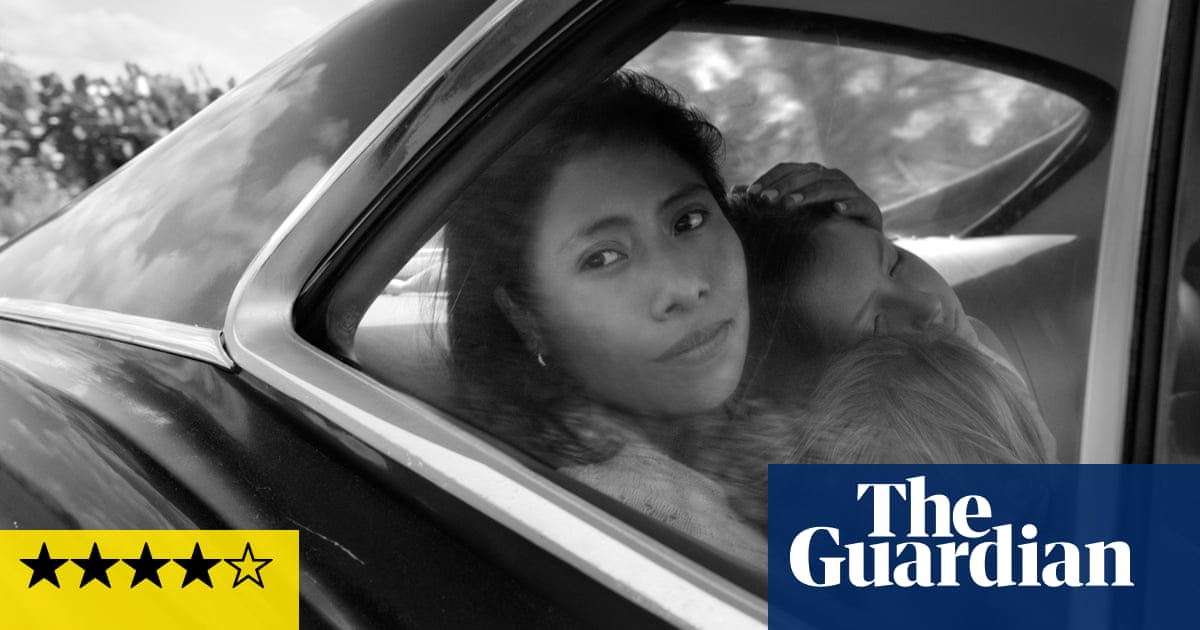 Roma review – Alfonso Cuarón's bravura ode to his Mexican childhood