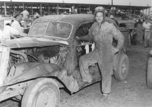 Wendell Scott began his racing career driving 凯发官网网址多少homebuilt modifieds
