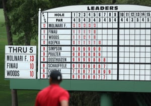 The scoreboard shows Woods' fluctuating early form. After a birdie on the third hole, he shoots bogey, bogey. Molinari has a three-shot lead.