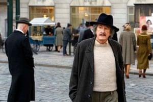 Geoffrey Rush plays Albert Einstein