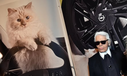 The designer stands next to a picture of his beloved Choupette.