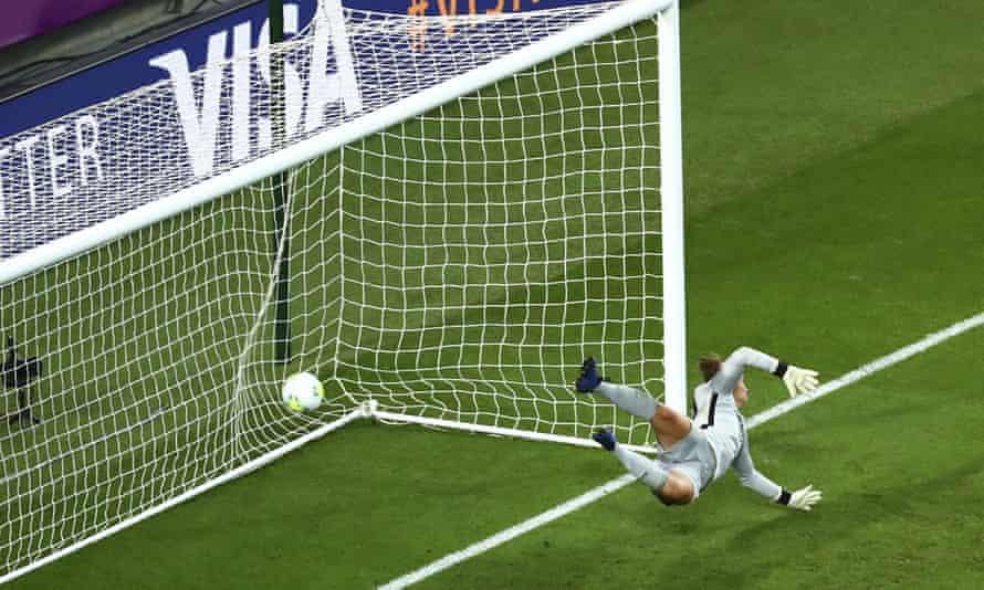 A strike from Lyon's Saki Kumagai finds the bottom corner.