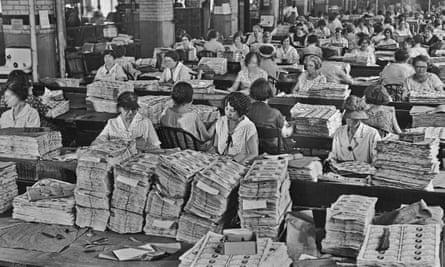 1929: checking the bank notes at the US Bureau of Engraving and Printing.