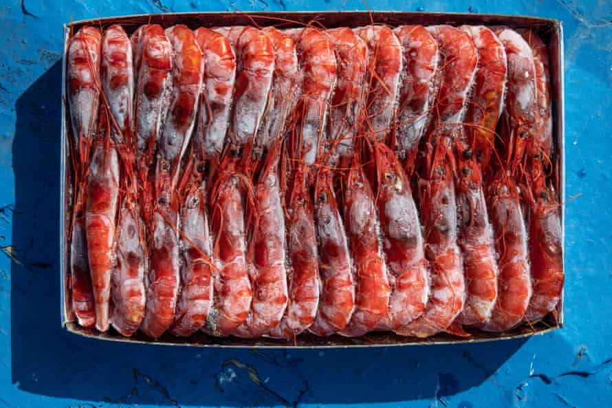 A one kilo case of red prawns frozen is sold for €50 to €70.