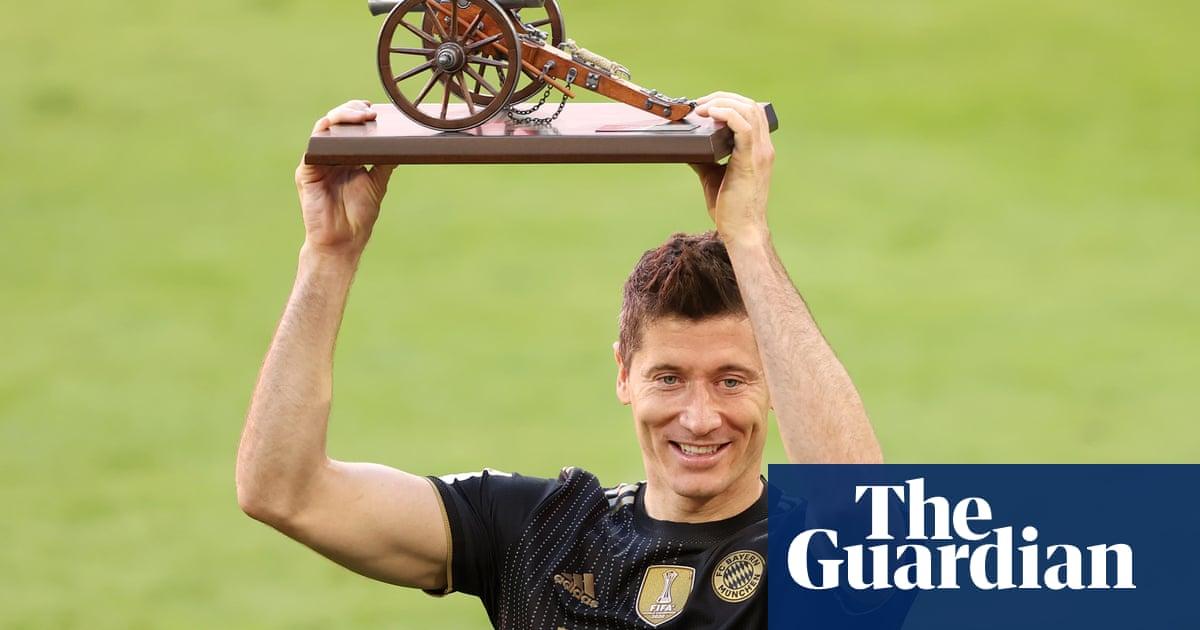 Lewandowski scores 41st Bundesliga goal of season to break Müller's record