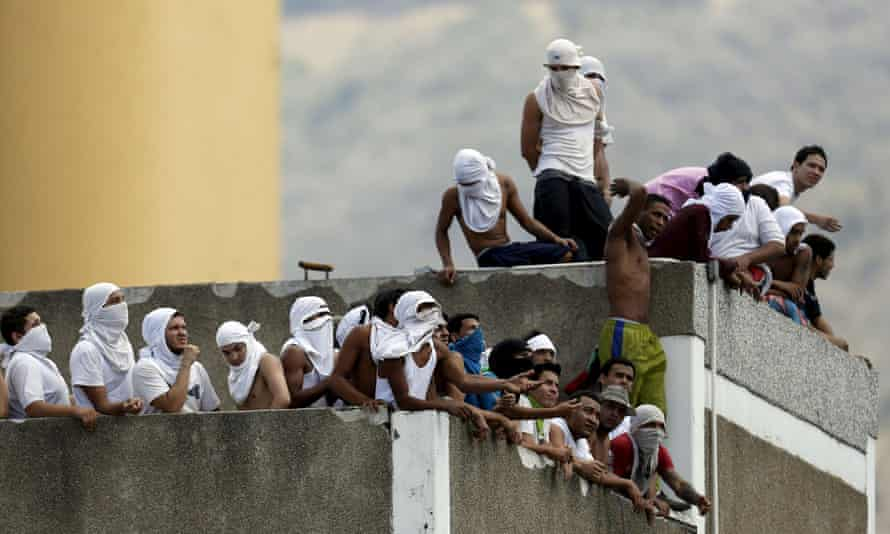 Inmates gather on the roof of the National Bolivarian Police prison during a riot in Caracas in 2015. The latest riot at the Llanos Penitentiary Center began with an armed confrontation between inmates and guards.