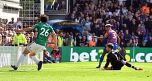 Van Aanholt scores Palace's second.