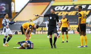 Referee Michael Oliver awards a penalty after Wolverhampton Wanderers' Willy Boly (right) fouled West Bromwich Albion's Callum Robinson.