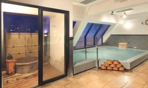 Hot spring baths at Maruko Hotel