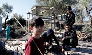 Migrants build a shelter.