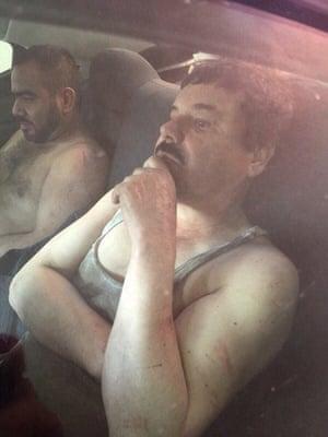 捕获后的El Chapo。