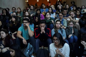 New York University students pay their respects to victims of the Las Vegas shooting