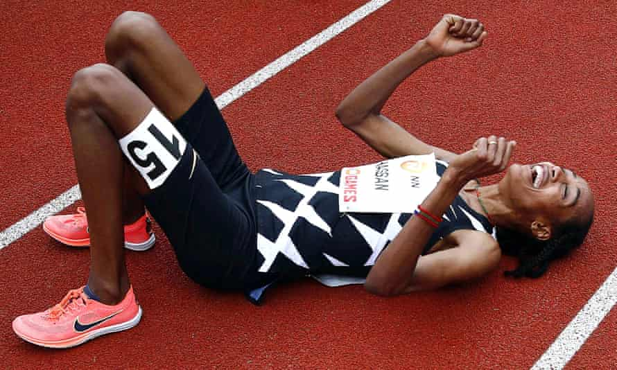 Sifan Hassan smashes women's 10,000m record by 10 seconds in super spikes    Athletics   The Guardian