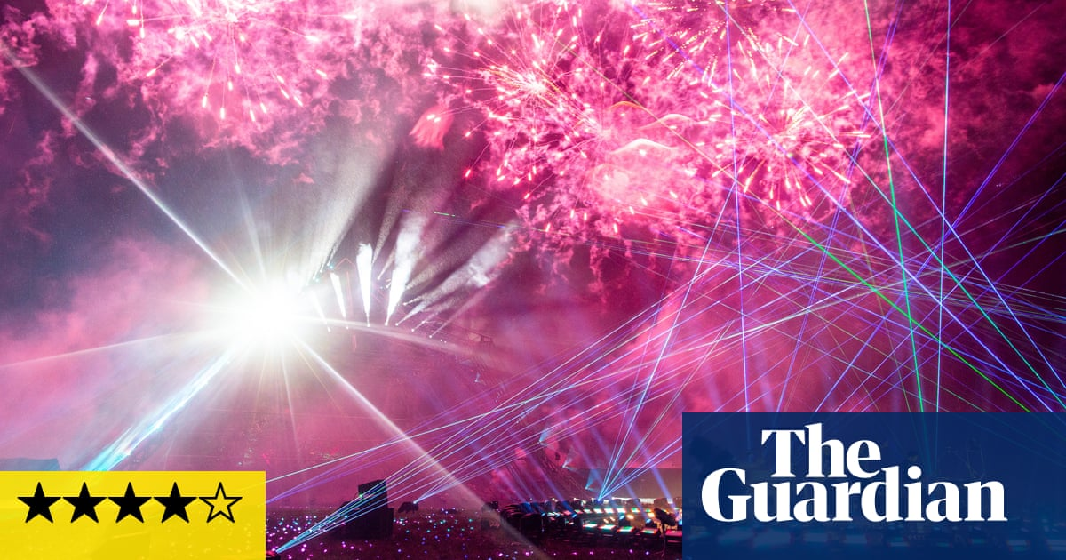 Live at Worthy Farm review – beautiful music marred by technical meltdown