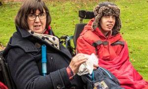 Revisión de Born to Be Different: una mirada tierna a las citas, la muerte y la discapacidad | Televisión y radio
