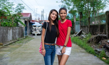 Melanie, left, and Madeline delos Santos, 18-year-old twins who recently made contact with their English father, Ron.