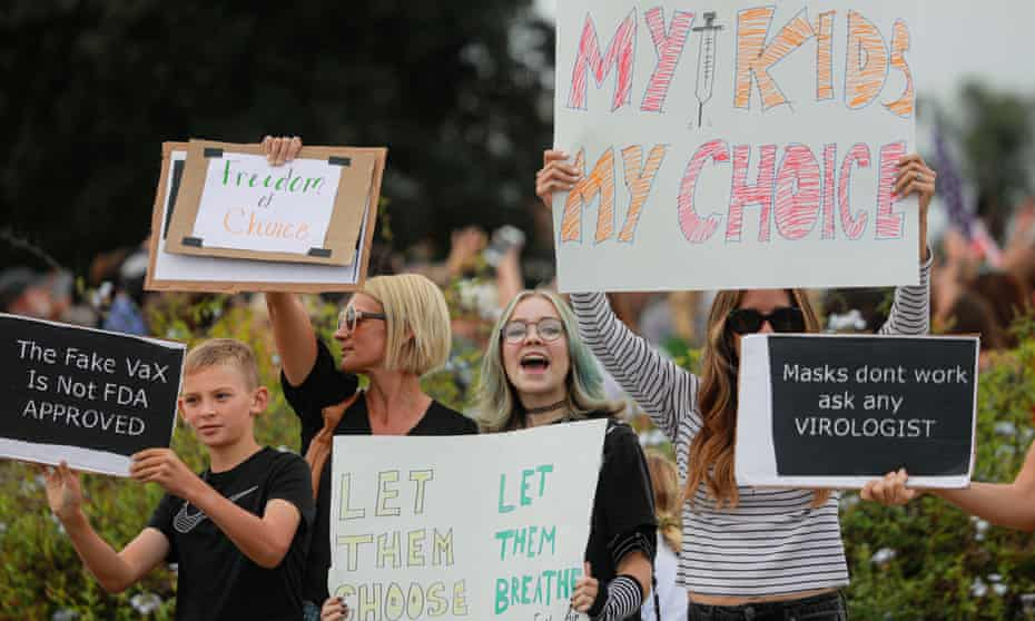 Anti-vaccine protesters gather outside of the San Diego Unified School District office on 28 September during a virtual hearing on a student vaccine mandate.