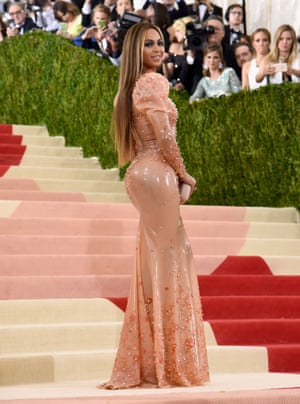 Beyoncé Beyoncé continues 2016 as heretofore, which is to slay all comers in her wake. She turned up on the Red Carpet minus Jay Z, which in wake of the whole album-outs-hubby-as-cheating-skank gate was never going to pass unnoticed. Her latex gown by Givenchy has puffed sleeves, which I have never seen in a latex gown before and which make the whole skintight-latex thing feel more haute and less rubber doll. Also noted: good hair.