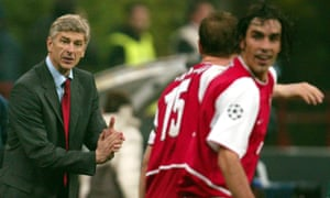Arsène Wenger applauds Ray Parlour and Robert Pires after a win at Internazionale in 2003