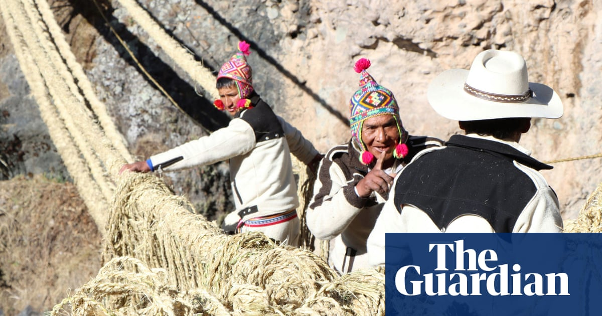 Bridge made of string: Peruvians weave 500-year-old Incan crossing back into place
