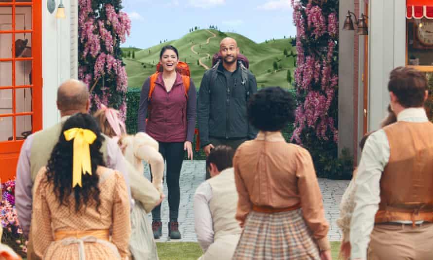 Cecily Strong and Keegan-Michael Key in Schmigadoon!
