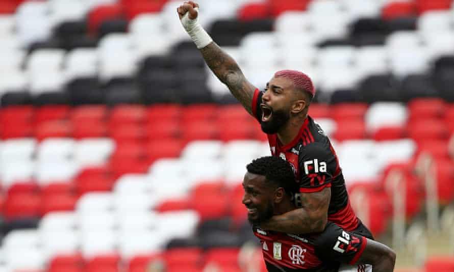 Gabriel Barbosa celebrates after scoring the winner for Flamengo against Internacional on Sunday.