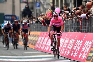 João Almeida rounds off his second week in pink by putting more seconds into his overall lead.