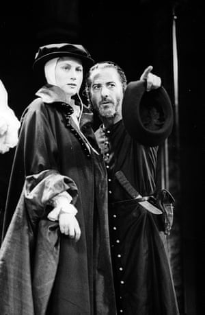 Dustin Hoffman with Geraldine James in The Merchant of Venice at the Phoenix theatre in 1989