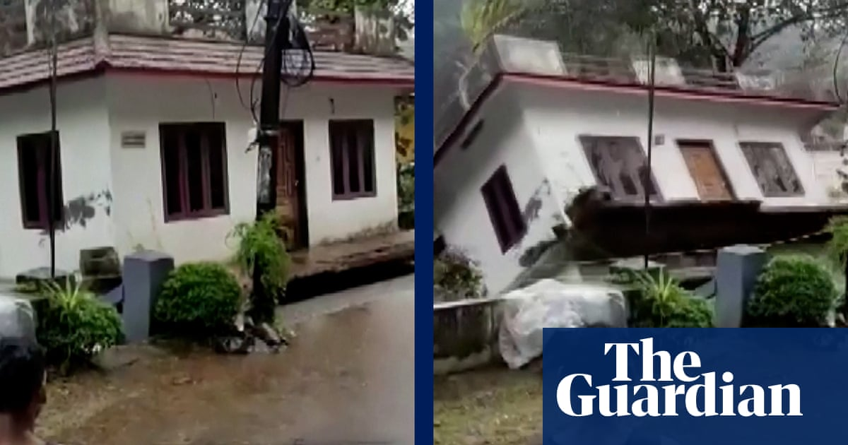 India: floodwaters sweep away house in Kerala – video
