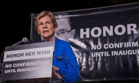Elizabeth Warren address the crowd at the court.