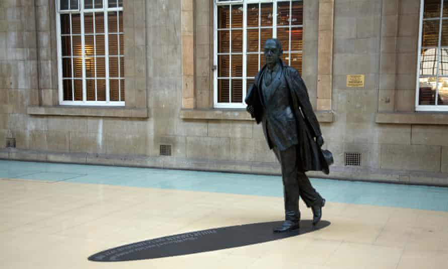 Statue of Philip Larkin at the railway station in Hull.