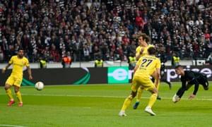 The Frankfurt Luka Jovic meets the opening goal.