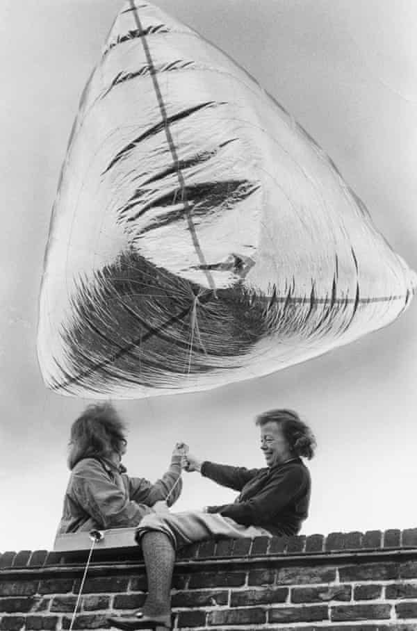 Joan Littlewood, right, sets up a signpost balloon to help visitors find their way to her theatre in 1973.