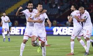 Msakni gets Tunisia's second goal.
