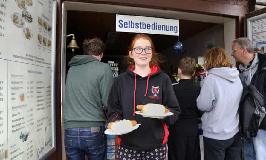 Maddy collecting fish rolls from the Fischerhütte in Flecken Zechlin