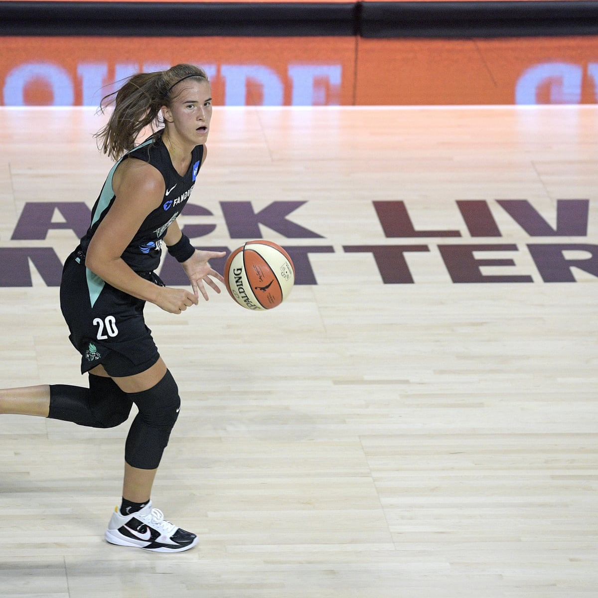 Wnba Players Walk Off Court During National Anthem Before Season Opener Wnba The Guardian