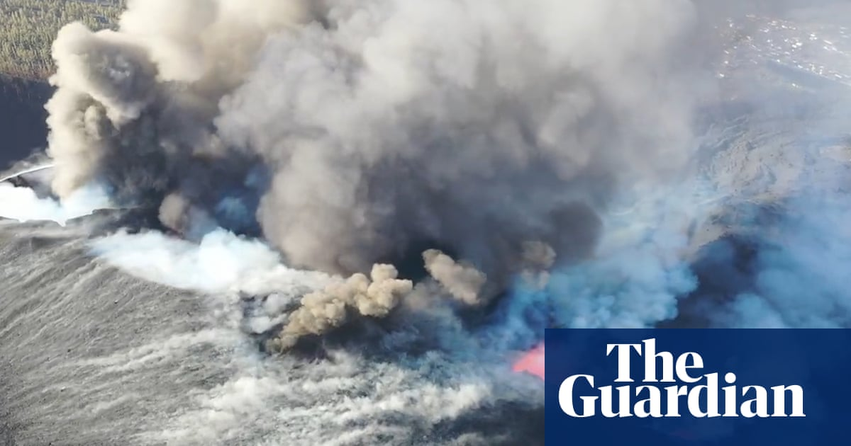 La Palma volcano: Lava spews towards sea after further eruptions – video
